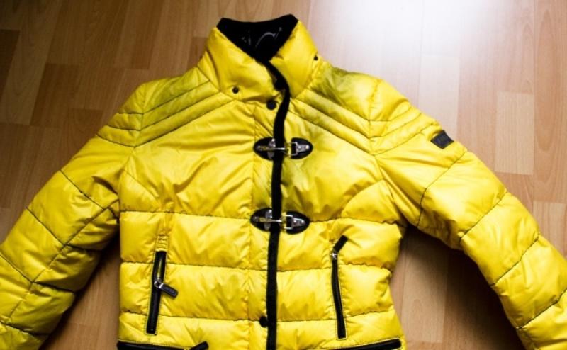 Как вывести жирное пятно с куртки: как чистить куртку, пуховик, кожу