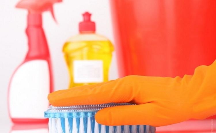 Как вывести пятна от пота под мышками на цветной одежде