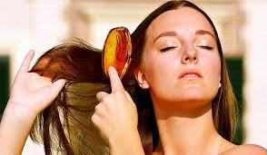 Как смягчить жесткие волосы?