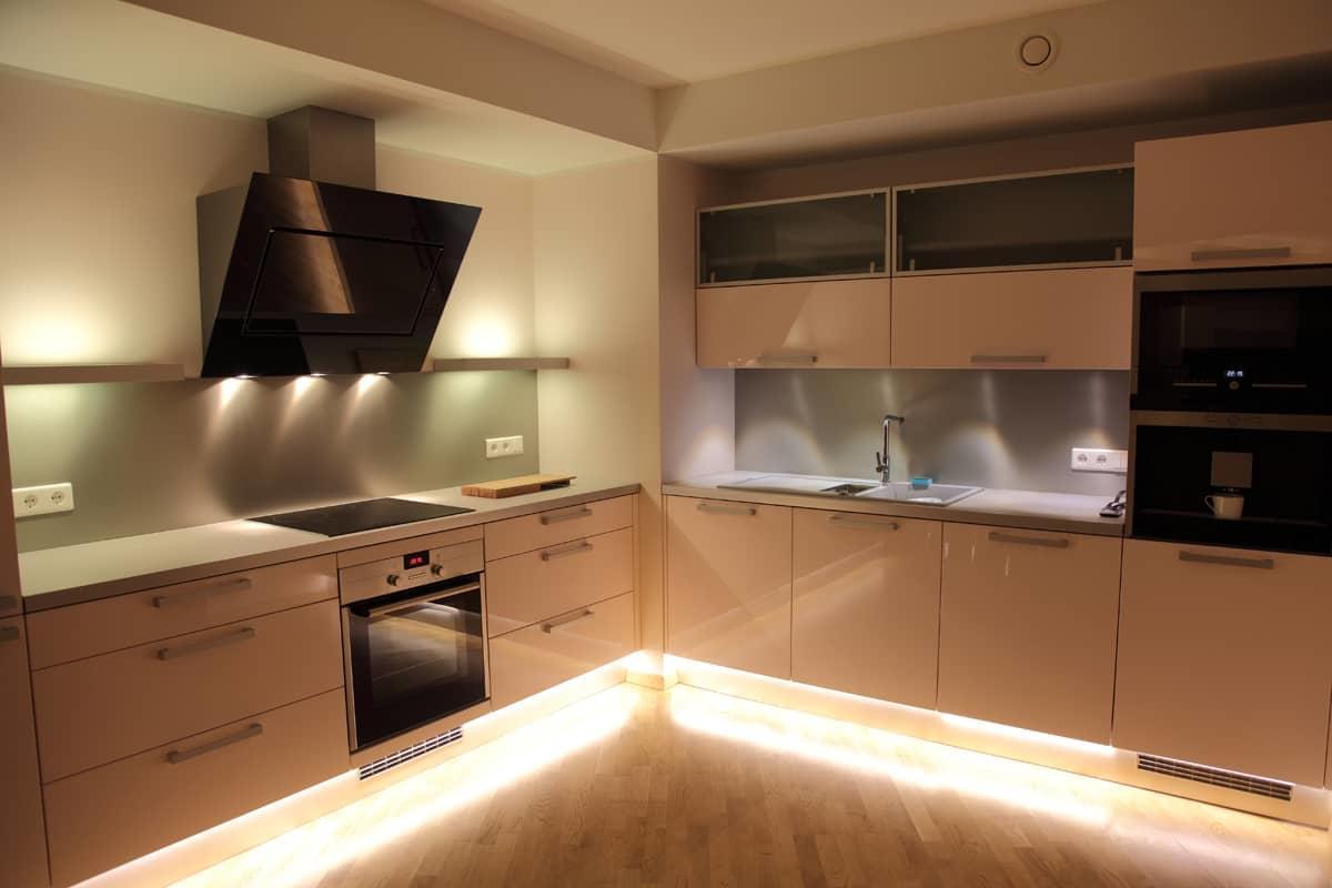 Люстры для кухни в интерьере фото: точечные светильники недорогие, как выбрать подвесные, оранжевая в интерьере, тиффани, какие подходят, видео