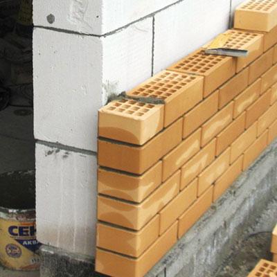 Плюсы и минусы дома из газобетона: сравнение с кирпичом, пенобетоном, обзор основных этапов стройки