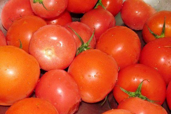 Домашний хренодер с помидорами и чесноком