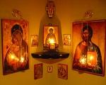 К чему падает дома икона Божьей Матери — что значит примета: ответ священника